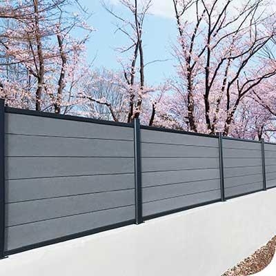 Photo d'ambiance de clôture H composite gris